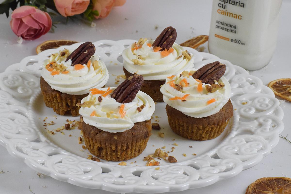 Mini tarte cu cremă de vanilie și căpșune
